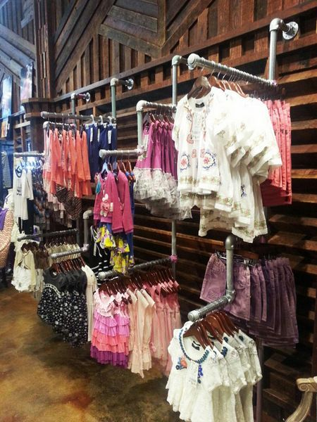 Episode Urban Kids, a trendy new clothing store for kids in California, has used our Simple Rack clothing racks as display racks for children's clothing.