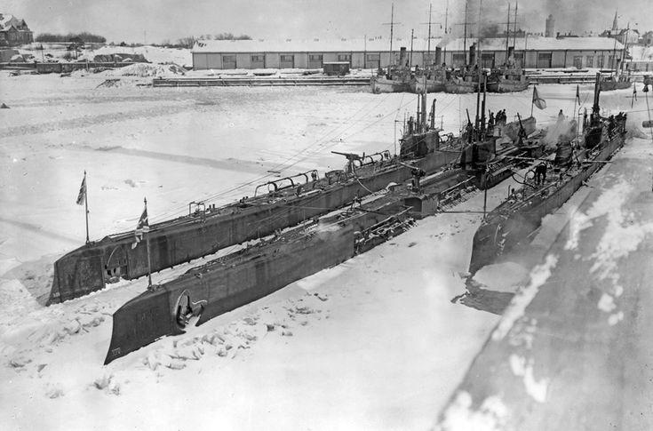 1916. Русские подводные лодки «Барс» и «Волк»