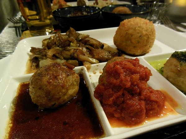 Restaurant Meatballs Amsterdam: affordable great food in the centre of Amsterdam. Via iannsterdam.com - Amsterdam lifestyle blog iannsterdam >> Your Little Black Book about hotspots, travel and things to love…