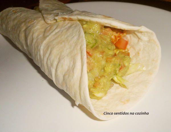 Wraps de frango com guacamole - http://gostinhos.com/wraps-de-frango-com-guacamole/