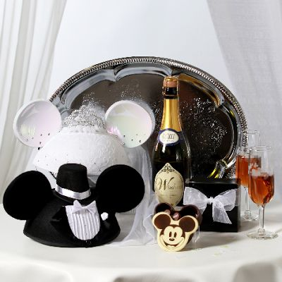 Pixie Dust Planning. Tips for your Disney Honeymoon (DIsneymoon). Great advice for any price range, budget, or Disney couple.