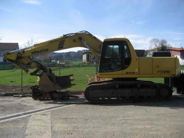 We sell cheap Excavator Komatsu PC 210-6 Second Hand. Manufacture year: 2002. Working hours: 14000. Excellent running condition. Ask us for price. Reference Number: AC3651. Baurent Romania.