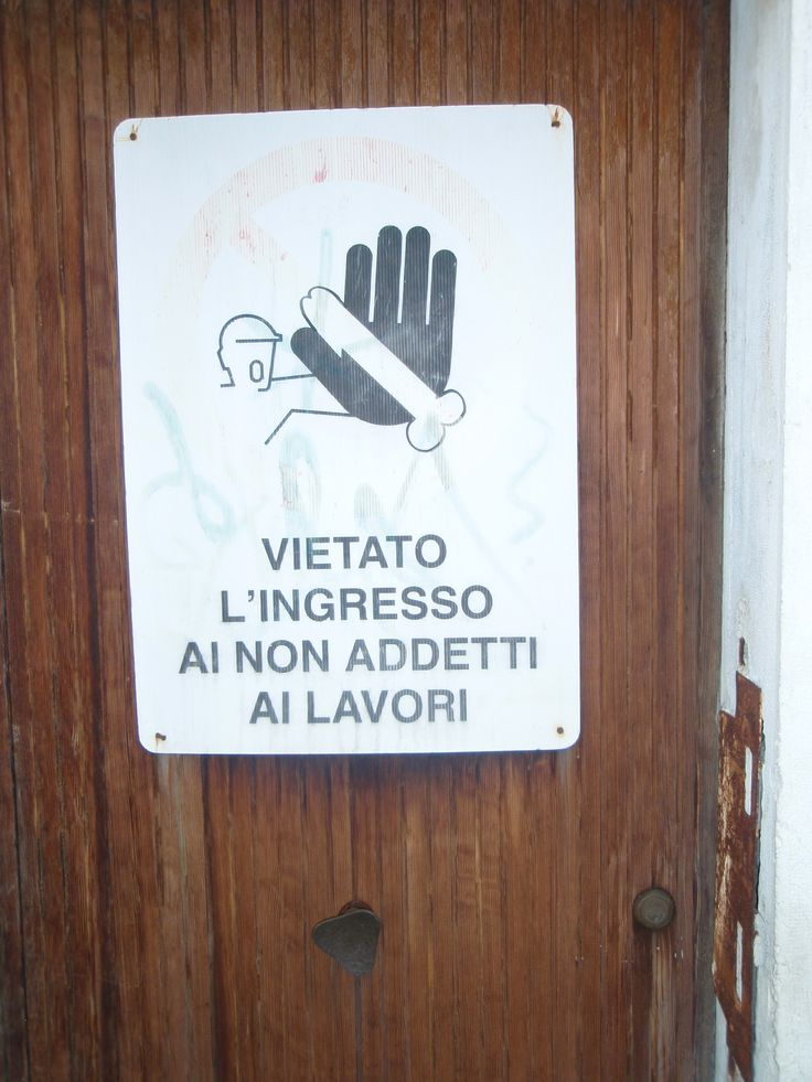 What's this supposed to mean? I took this picture on Riva degli Schiavoni, near Piazza San Marco