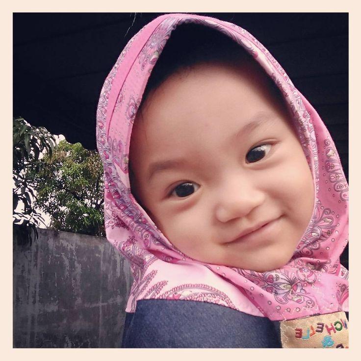"""Senyum Pukat Harimau"" ������ #kirana #princess #baby #babygirl #babycute #babylove #babyhijab #cute #beautyeyes #beautifulbaby #mataindah #mataindahbolapingpong #cantik #matacantik #anakpapa #lovemom #lovedad #sayangmama #sayangpapa #sayangpapamama #sayangsemuanya #photography #photoshoot #expresion #ekspresi #face #babymodel #medan #selebgram http://tipsrazzi.com/ipost/1512201405439244814/?code=BT8ayqQDXoO"