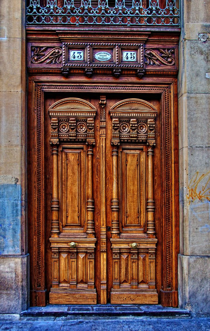 Zaragoza, Spain door