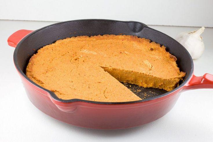 Brood van rode linzen en geroosterde paprika