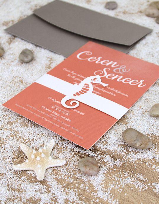 Lovely Colors, özel tasarım düğün davetiyesi. Deniz temalı yaz düğünleri için denizatı motifli, pembe renk lazer kesim davetiye. // Seahorse laser cut wedding invitation for sea themed beach weddings. // Seahorse