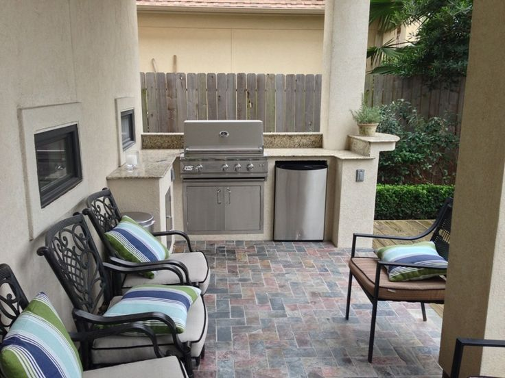 25 best ideas about small outdoor kitchens on pinterest for Outdoor kitchen ideas for small spaces