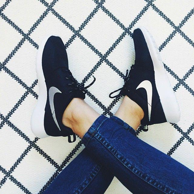 Women S Nike Kaishi Run Black White Shoe Carnival Nike Kaishi Nike Nike Women