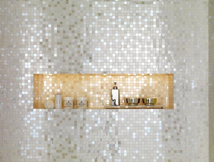 Mozaiek tegels badkamer wit/zilver
