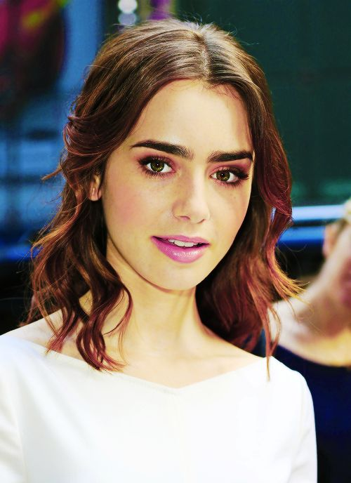 Lily Collins. The hair and make-up ♥