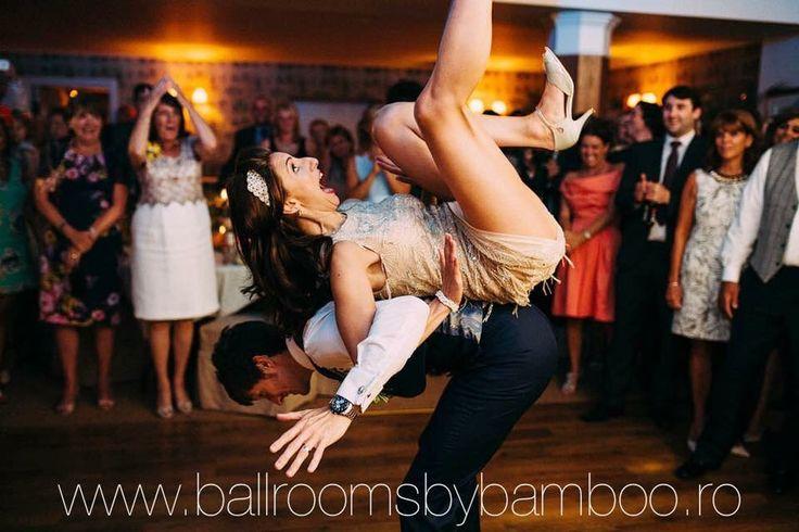 Ringul de dans este un alt element ce face diferenta intre salile din cadrul centrului Ballrooms by Bamboo si alte locatii. In functie de numarul de invitati, coordonatorii nostri va indruma sa alegeti sala potrivita pentru buna desfasurare a evenimentului dumneavoastra. Indiferent ca veti opta pentru sala Mirror, Chandelier sau Ho-lala, spatiul pentru ringul de dans va fi amplu.  Fiecare va avea libertatea sa se desfasoare in voie!   Contact: 0724322189 www.Ballroomsbybamboo.ro