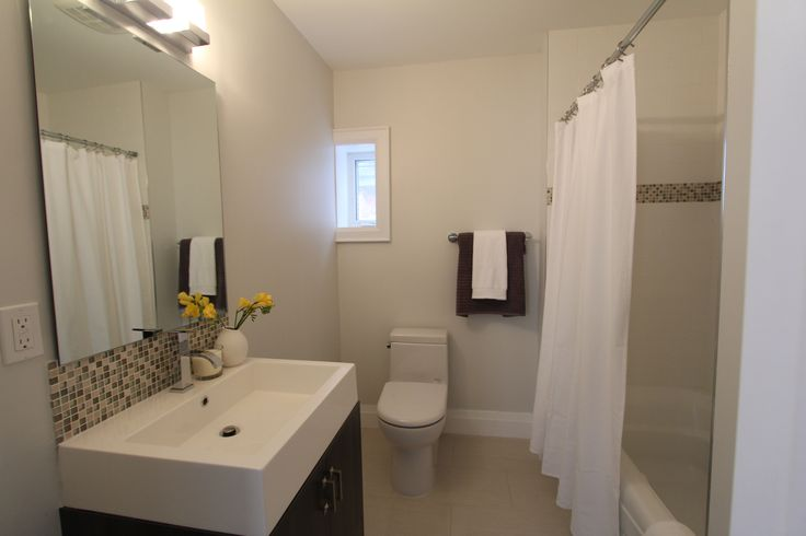 For sale, 563 St Clarens Ave, Toronto, real estate, Bloordale Village, 3 bedroom, 4 bathroom, home, cedar, brick, main bathroom