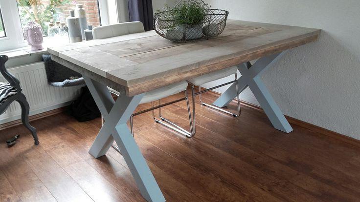 Tafel met steigerhouten blad en X poten van hout ♡