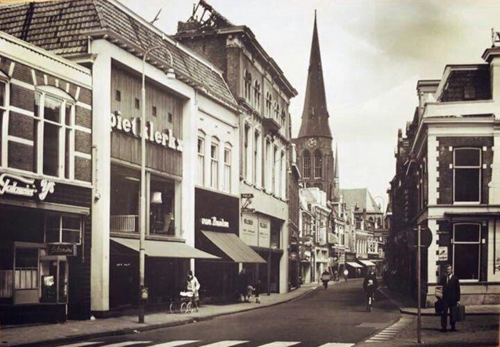 Grotestraat Almelo (jaartal: 1960 tot 1970) - Foto's SERC  Het afgebrande pand van 't Stuupke