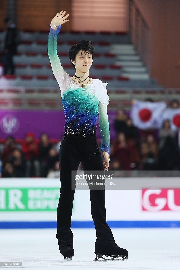 News Photo : Yuzuru Hanyu of Japan competes during Senior...