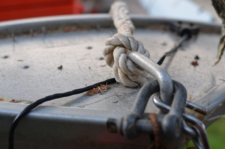 Rope knot on a tinny.