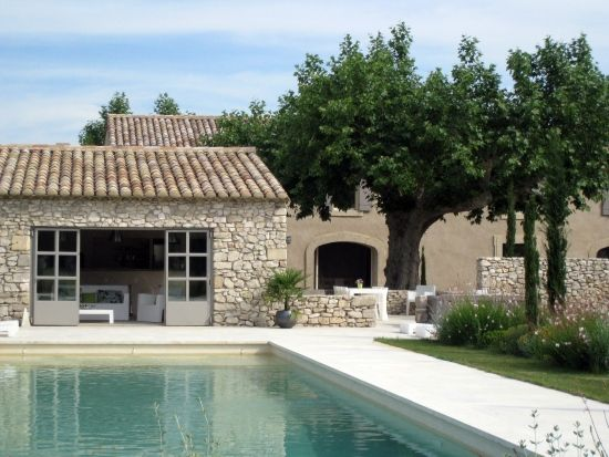 Aux portes d'Avignon, Mas avec piscine sécurisée à louer