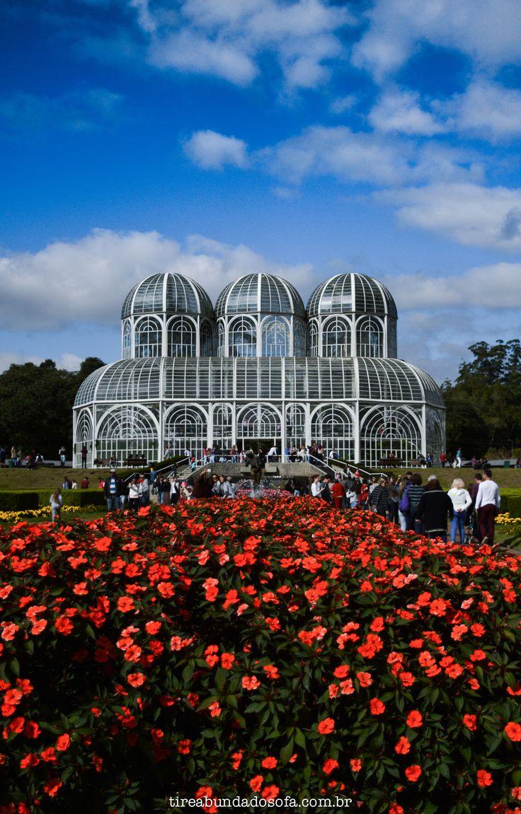 Curitiba, que além de capital do Paraná, já foi capital ecológica do Brasil. Bares, restaurantes e parques são o diferencial da cidade.