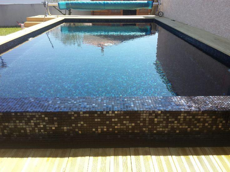 Pâtes de Verre Elena, carrelage piscine noir et noir métallique