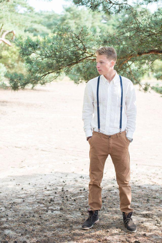 Lekker casual voor de bruidegom #bruiloft #trouwen #bruidegom #bohemian #chic #festival #outdoor #buitenbruiloft #wedding #groom Styled Shoot Journey of Love | ThePerfectWedding.nl | Fotografie: Blik en Bloos Fotografie