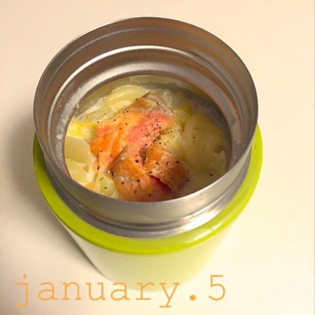 今日のお昼ご飯です(^^) - 9件のもぐもぐ - 鮭のミルクスープ。ノンオイル♪ by ajakdav29