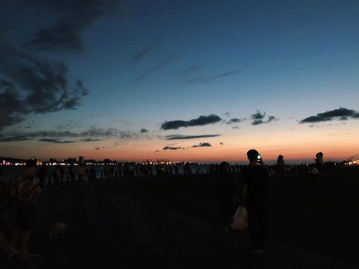 淡水的河边没吃完的凉面#ontheroad #sundown #clouds #sky #shades #vscocam #vsco #coloful #color #today #vscotaipei 你在就好了