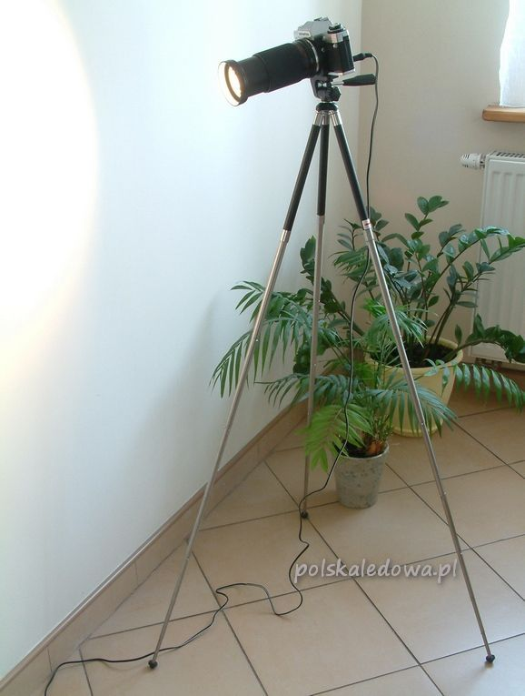 Floor LED lamp in vintage camera body