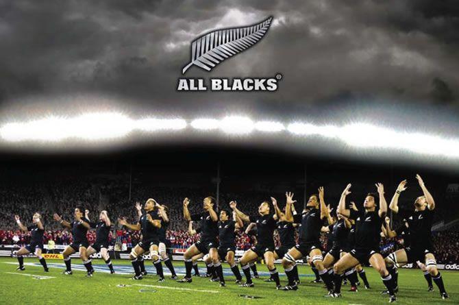 Los All Blacks interpretan una haka (desafío maorí) antes de cada partido internacional. La haka se ha relacionado habitualmente con el rugby neozelandés desde una gira de Australia y el Reino Unido por el equipo de los neozelandeses nativos en 1888–89.114 115 El equipo nativo de Nueva Zelanda que fue de gira por Gran Bretaña en 1888 y 1889 usó Ake Ake Kia Kaha, y el equipo de 1903 en Australia usó un haka burlón, Tupoto koe, Kangaru!.