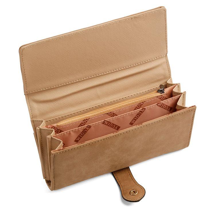 Monedero marrón para mujer, fotografiado abierto. Fotografías de regalos, detalles para hombres y para mujeres, gadgets, souvenirs, realizadas por Kinoki Studio