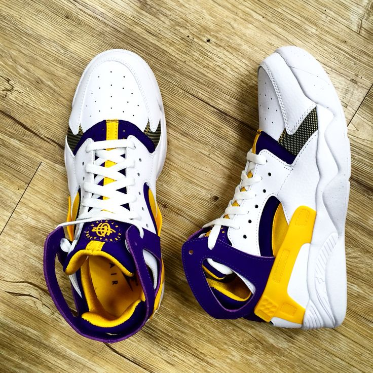 The return of LA lakers colorway on air flight Huarache.Luckily to see Nike  reproduce this classic shoes.