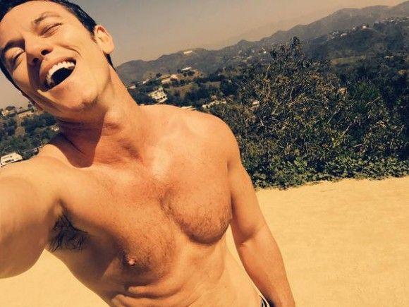 Luke Evans shirtless sur Twitter   HollywoodPQ.com