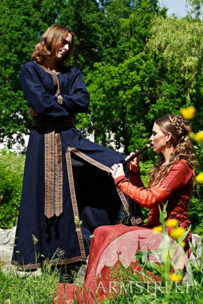 "Medieval Dress ""Pretty Amaryllis"""