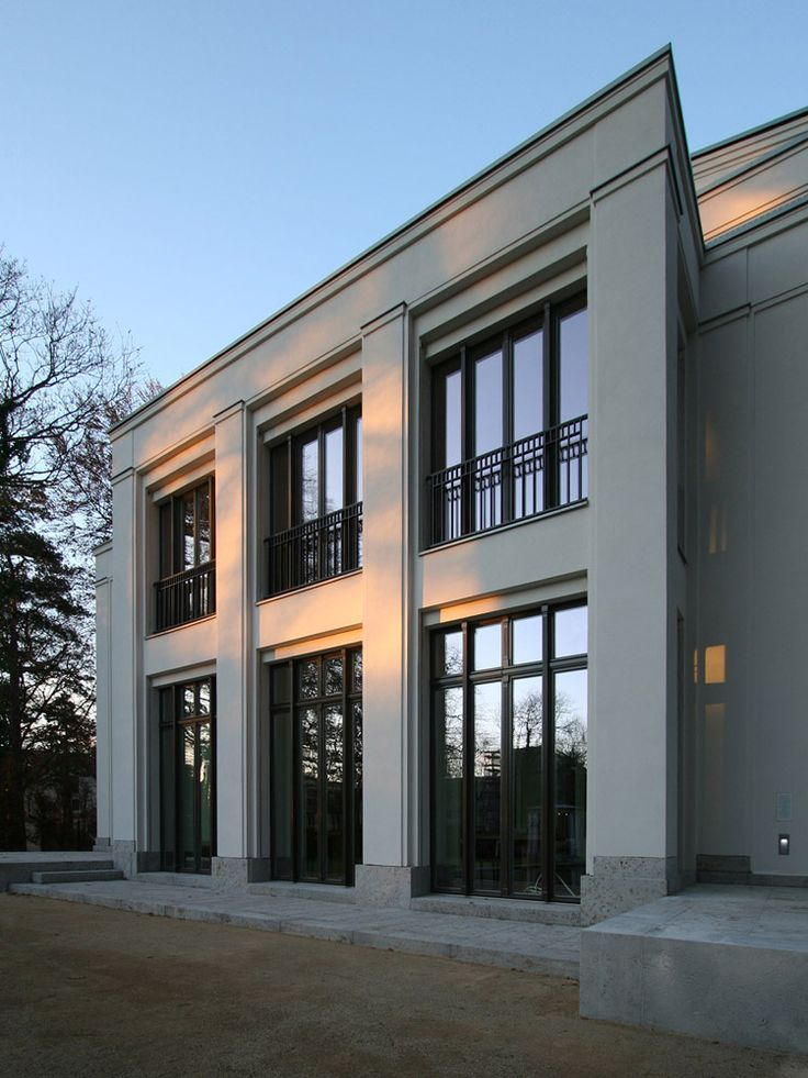 Sober neo classical architecture by vogel architekten for Modern classic house