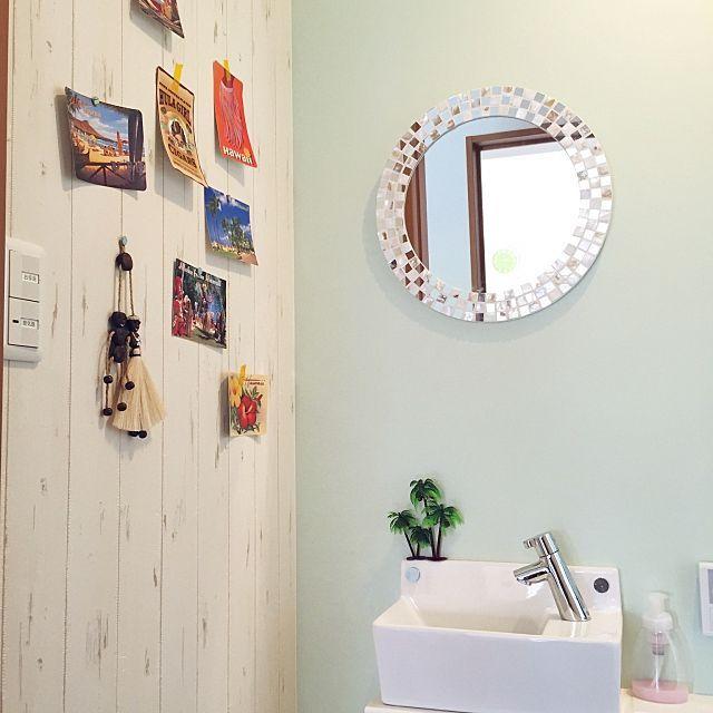女性で、3LDKのニトリの鏡/トイレハワイ化計画中!/ヤシの木/セリア/バス/トイレについてのインテリア実例を紹介。「トイレにヤシの木が生えました♡笑」(この写真は 2015-06-10 13:52:30 に共有されました)