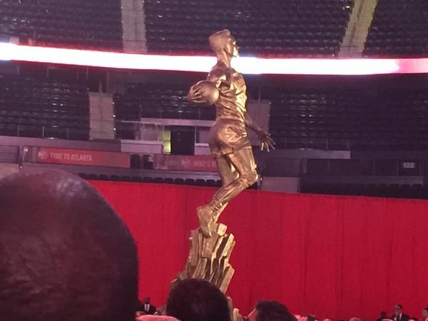 Atlanta Hawks unveil Dominique Wilkins statue outside Philips Arena.