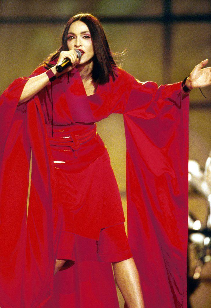Pin for Later: De Geisha à Cow-Girl, en Passant Par Punk-Lady, Retour sur les Moments Mode les Plus Fous de Madonna  Dans un kimono créé par Jean Paul Gaultier en 1999.