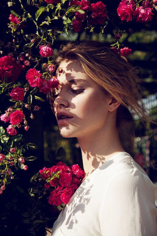 Tiera Dyck es un florista de Elle China, Agosto de 2012, con lentes de Michelle Du Xuan