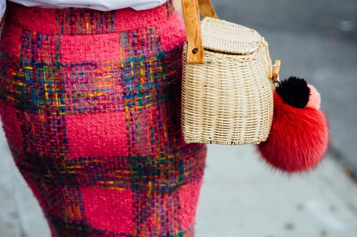 straw bag (minus pompoms) with textured, bright pencil skirt - perfect for autumn