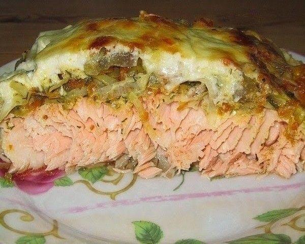 Филе рыбы под овощной шубой! Такая рыбка очень сочная, нежная и очень вкусная. Рыбу можно брать любую, я предпочитаю лосось. Ингредиенты: -Филе рыбы (кол-во каждый выбирает индивидуально) -Овощи, какие есть в наличии -У меня морковь, репч. лук, баклажан -Половина лимона -Специи, соль, приправы по вкусу -Сметана 200 — 300 г (зависит от кол-ва рыбы) Приготовление: …