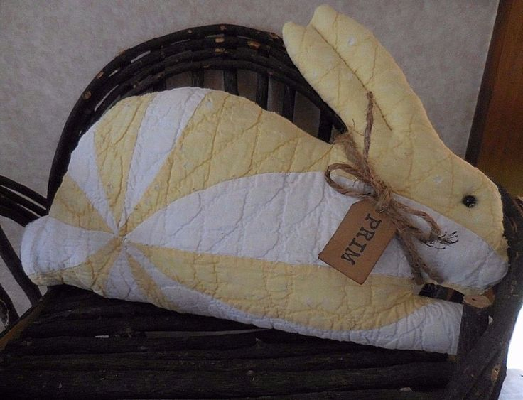 Primitive Vintage Quilt Easter Bunny Pillow Tuck Shelf Sitter Yellow White Quilt #NaivePrimitive #auntiemeowsatticprims
