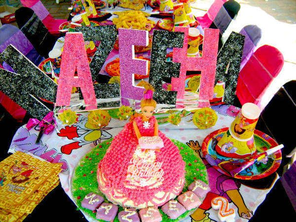 Prat's Parties and Clown Hire takes care of all the fuss.  They will organise your party and supply the following: - Kiddies tables & chairs - Themed boards - Party Packs - Clowns - Jumping Castles - Fully dressed themed gazebo's Click here to find out more http://jzk.co.za/z7