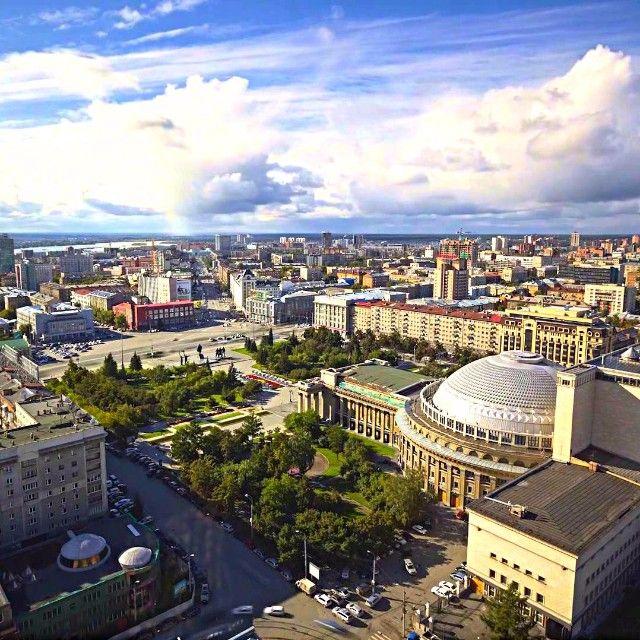 """""""#фактыоновосибирске Победу 1945 года город Новосибирск встретил сильно изменившимся — будучи в начале войны 400-тысячным тыловым городом, он принял 128…"""""""