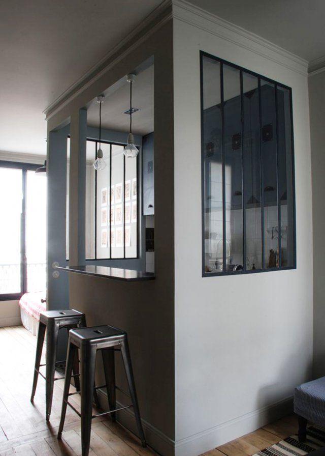 Une cuisine semi ouverte dans un cube avec des verrières  / kitchen/ livingroom