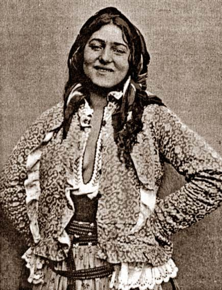 "Romanian Gypsy. Beginning of LAST century. Screenshot from ""Narodoznavči Zoŝiti"" (No. 3-4, 2005)."