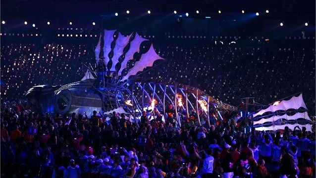 A mechanical Fish truck circles the Stadiumnext during the Closing Ceremony on Day 11 of the London 2012 Paralympic Games at the Olympic Stadium.