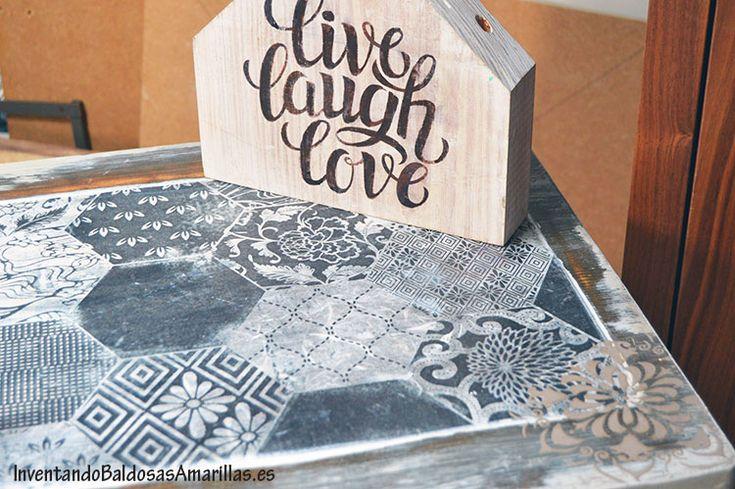 Cómo decorar una mesa de madera con papel de arroz