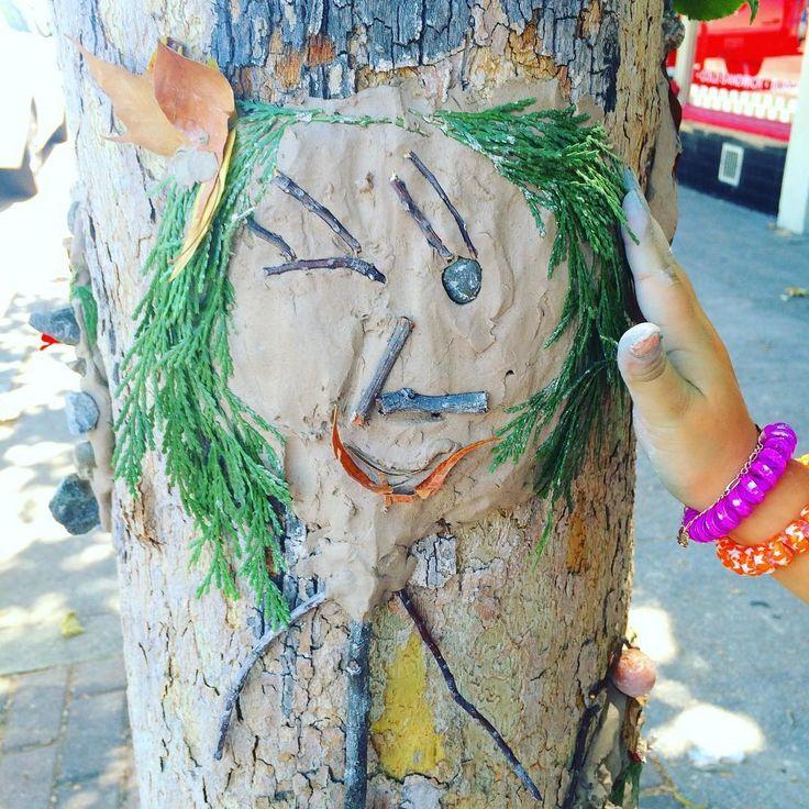 "Making ""tree"""" people.                     Gloucestershire Resource Centre http://www.grcltd.org/scrapstore/"