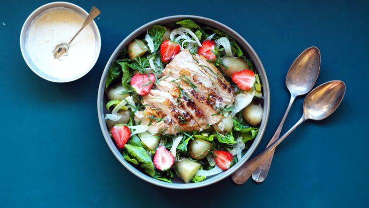 Kyllingsalat med jordbær og parmesandressing
