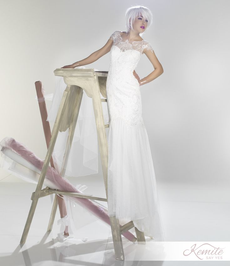 Decorazioni simmetriche disegnano dolcezza in Suave, abito a sirena della nuova collezione #Kemile. #abitidasposa #vestitidasposa #matrimonio #wedding #weddingdress #sposa #bride #bridal #madeinitaly #stylist #atelier #sartoria #ricami #pizzo